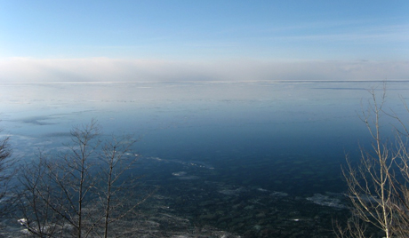 Lago Labynkyr, na Sibéria.