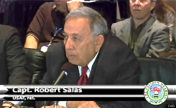 Robert Salas, capitão aposentado da Força Aérea dos EUA foi ridicularizado por político, apesar de sua honrosa carreira servindo seu país.