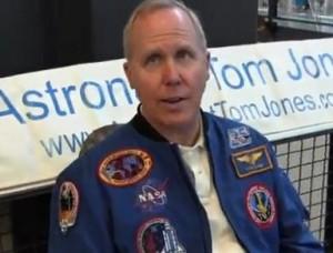 Astronauta Tom Jones