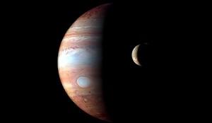 Júpiter e uma de suas luas