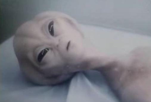 ET mostrado no filme O Caso Roswell.