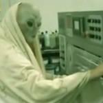 O pior comercial de todos os tempos mostra empresa que utiliza mão de obra extraterrestre (HUMOR)