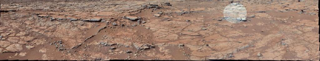 Pedra-trabalhada-em-Marte-foto-inteira