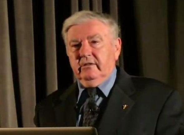 A foto recente de George Filer tirada de um vídeo recente dele no circuito seminário do UFO