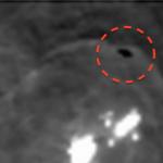 Estranha mancha escura (OVNI?) aparece circulando luzes de Ceres