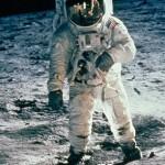 NASA fala sobre extraterrestres, enquanto a Rússia contesta as caminhadas na Lua