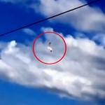 Estudante filma dois objetos colidindo no céu em São Petersburgo, na Rússia
