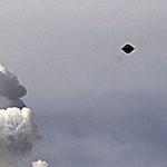 OVNIs / UFOs aparecem por todo o mundo em diferentes formatos e tamanhos