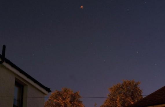 OVNI em forma de flecha