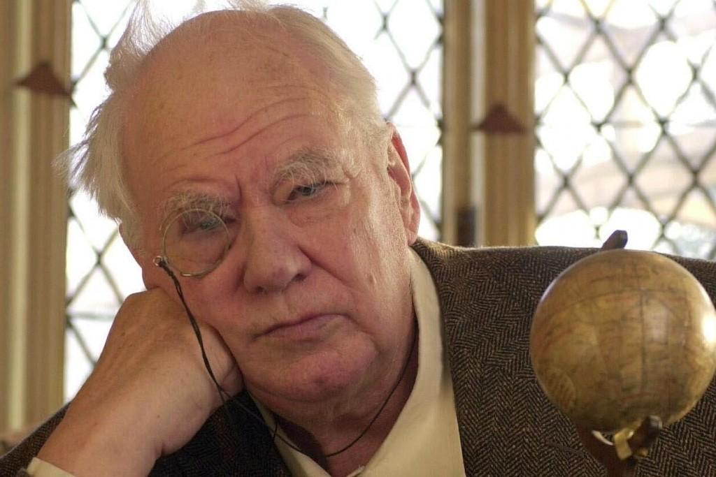 Sir Patrick Moore, famoso astrônomo britânico.