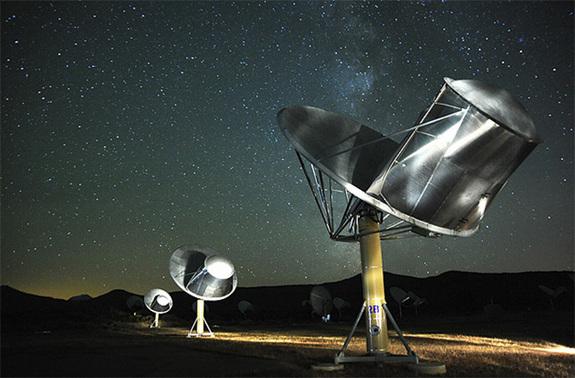 O Allen Telescope Array, do Instituto SETI, no norte da Califórnia, procura por sinais que poderiam ter sido gerados por vida alienígena inteligente. Crédito: Instituto SETI