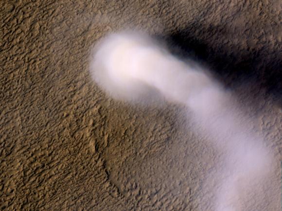 Tornado em Marte de aproximadamente 70 metros de diâmetro e 20 quilômetros de altura. Sim, há vento em Marte, e muito. Imagem credito: NASA/JPL-Caltech/UA