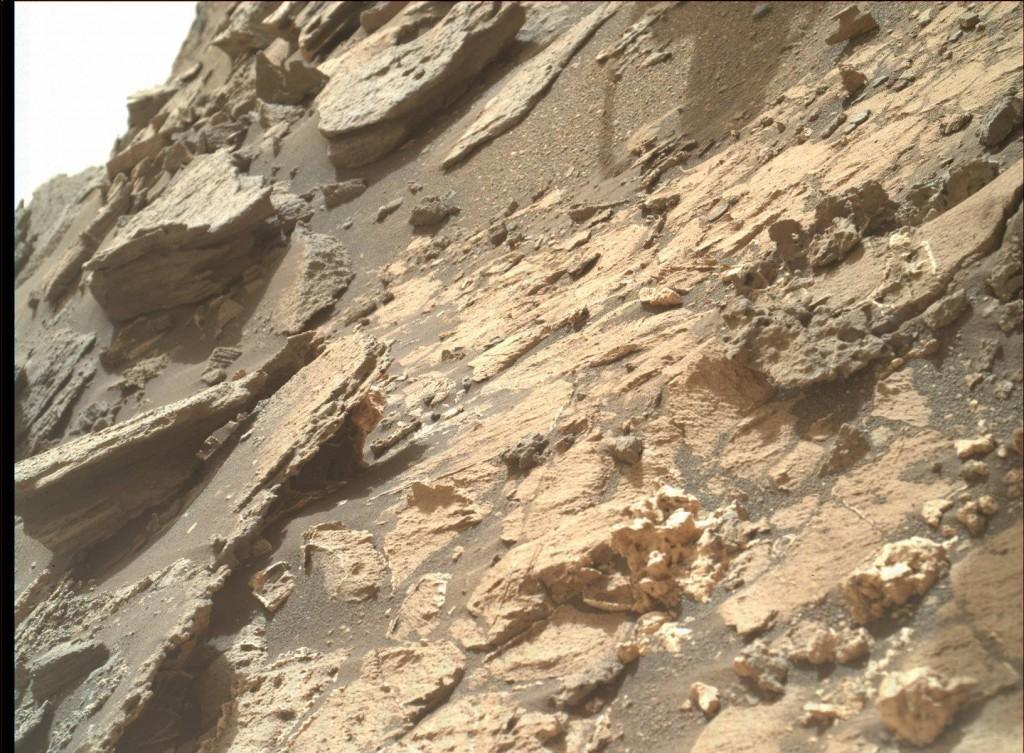 Foto maior com esqueleto em Marte