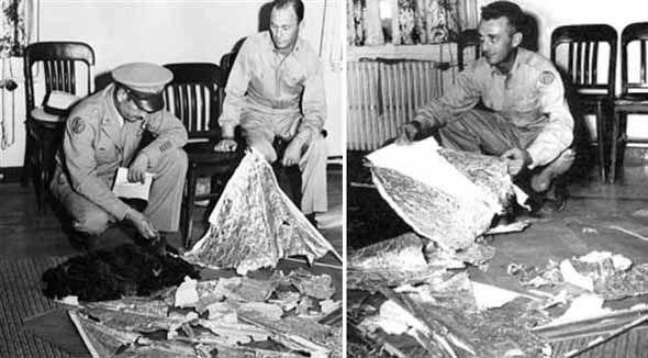 Foto de 1947 utilizada para desmentir as declarações do dia anterior, de que um OVNI havia se acidentado no deserto.