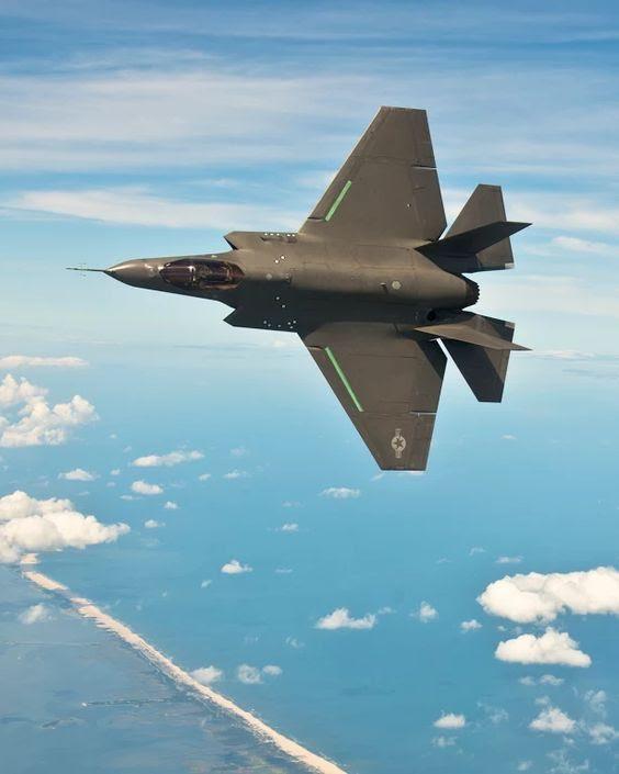 O F-35C é a versão do F-35 para a Marinha dos EUA e para uso em porta-aviões.