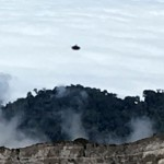 OVNI / UFO é fotografado sobre vulcão na Costa Rica