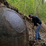 Esfera misteriosa encontrada em floresta europeia intriga cientistas