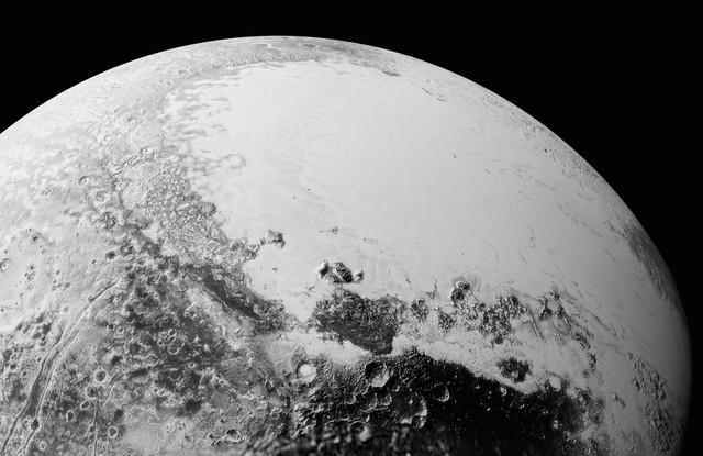 Plutão está se provando como um dos corpos astronômicos mais anômalos.