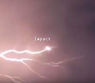OVNIs / UFOs atingidos por raios?
