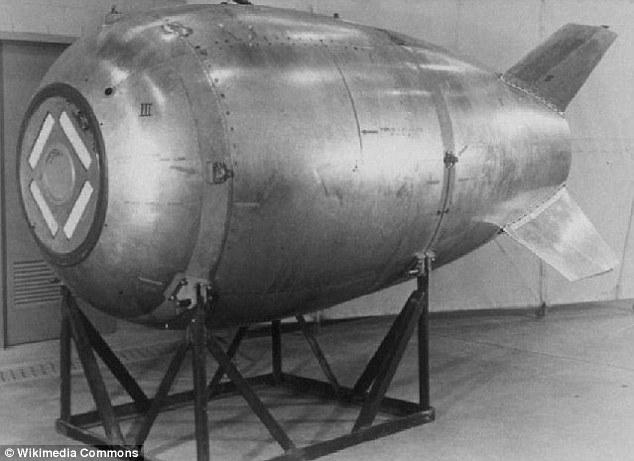 Smyrichinsky disse que perguntou às pessoas e lhe disseram a história da bomba perdida, e quando ele olhou as fotos do Mark IV, ele pensou que poderia ser o bombardeiro.