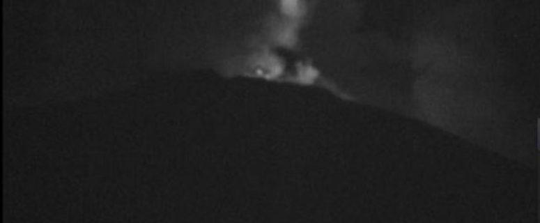 ovnis ao redor de vulcão