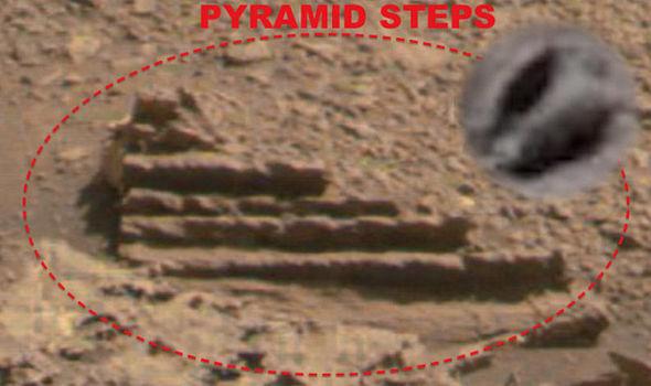 ruínas de degraus em Marte