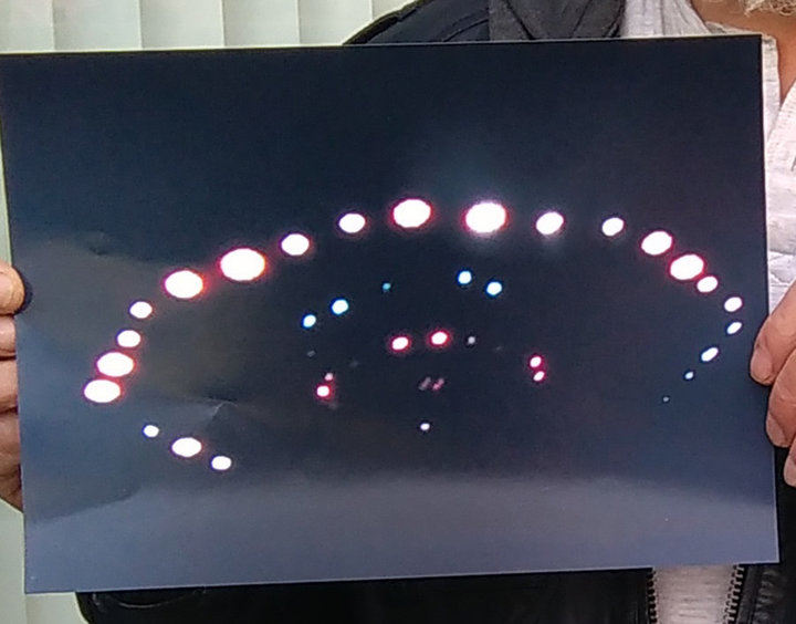OVNIs precisam se exibir com várias luzes