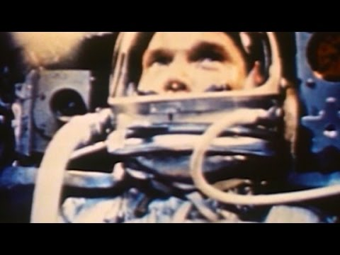 Astronauta descreve quando inúmeros OVNIs ficaram ao seu redor