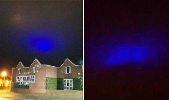 Misteriosas luzes azuis são vistas se deslocando no céu