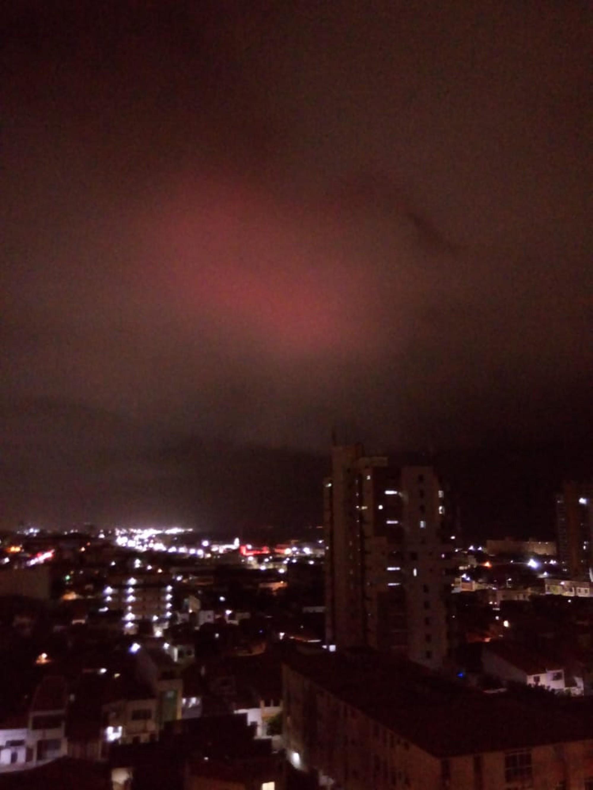 Luzes estranhas aparecem no céu ao redor do mundo