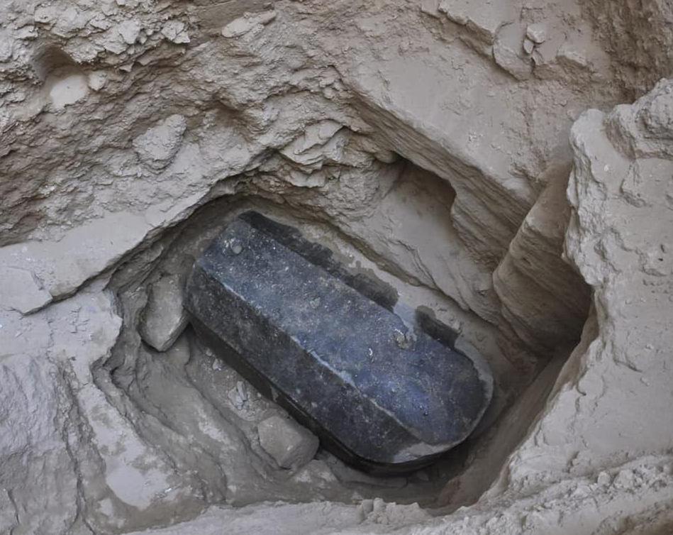 Gigantesco sarcófago é descoberto no Egito