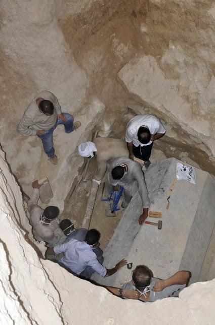 Gigantesco sarcófago é aberto e arqueólogos encontraram algo inesperado Sarc%C3%B3fago-alex-2
