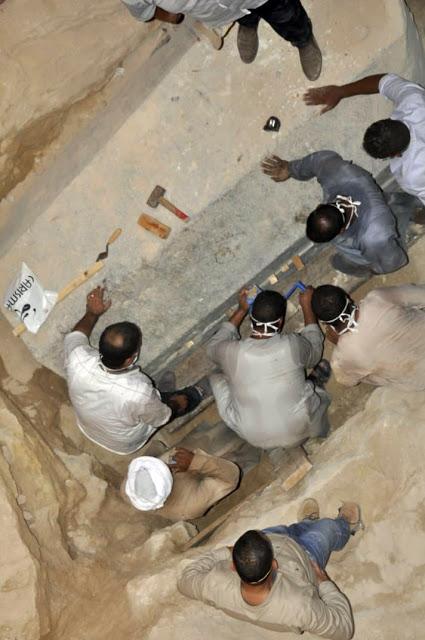 Gigantesco sarcófago é aberto e arqueólogos encontraram algo inesperado Sarc%C3%B3fago-alex-3