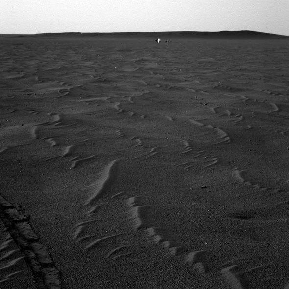 Alienígena em Marte? Pesquisador encontra fotos interessantes da NASA Alien%C3%ADgena-em-marte