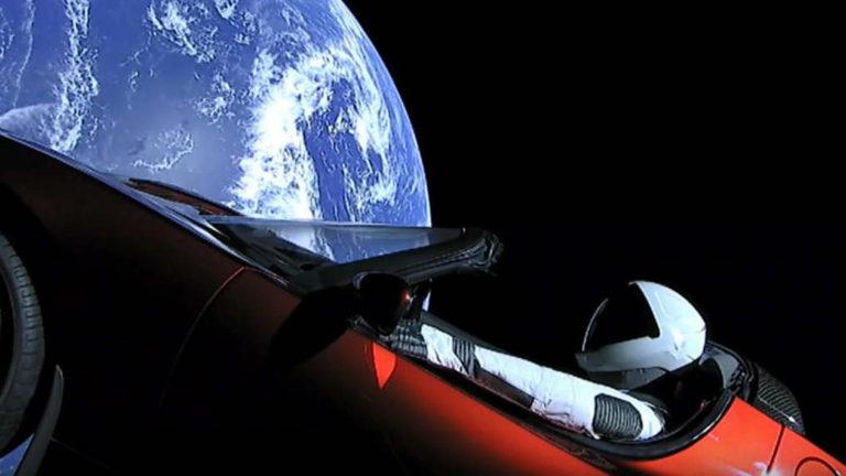 Automóvel lançado no espaço pela SpaceX já passou de Marte Carro-espaco-spacex-768x432
