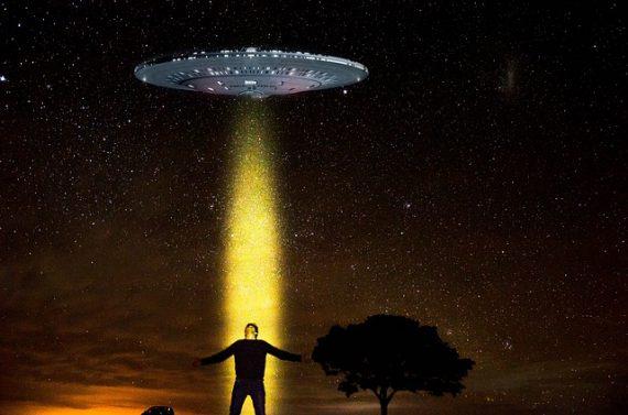 """Alienígenas dizem de forma intrigante: """"Acreditem em nós, mas não muito""""."""